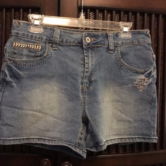 Cato Pants - Cute jean shorts EUC